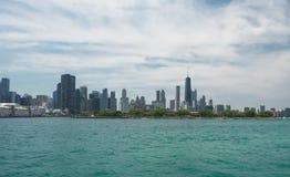 Chicago i stadens centrum horisontsikt från ett fartyg royaltyfri fotografi
