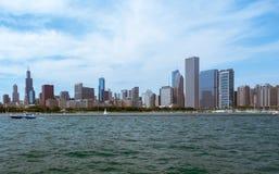 Chicago i stadens centrum horisontsikt från ett fartyg royaltyfri bild
