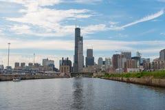 Chicago i stadens centrum horisontsikt från ett fartyg fotografering för bildbyråer