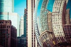 CHICAGO, IL - 2. APRIL: Bewölken Sie Tor- und Chicago-Skyline am 2. April 2014 in Chicago, Illinois Wolken-Tor ist die Grafik von Stockbild