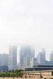CHICAGO IL - Augusti 2014: John Hancock Building och moln under i Chicago horisont, Chicago, Illinois Det konstruerades i 1968 Arkivbilder