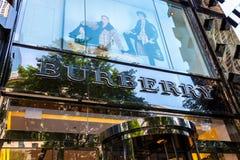 CHICAGO, IL - 10 de julio de 2018 - almacene la entrada de Burberry, una marca de gama alta basada británica de la moda foto de archivo
