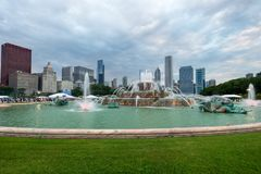 CHICAGO, IL - JULY 11, 2014: Buckingham Fountain Grant Park. royalty free stock images