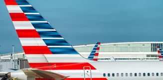 CHICAGO, IL - LIPIEC 27, 2017: American Airlines hebluje na airp Fotografia Royalty Free