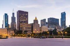Chicago IL/USA - circa Juli 2015: Sikt av Chicago som är i stadens centrum från Grant Park, Illinois Royaltyfria Bilder