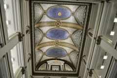 Macy`s shoppping mall. Chicago, Il, USA - march 14, 2016:  The mosaic ceiling of Macy`s Department Store in Chicago, Illinois Stock Photo