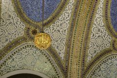 Macy`s shoppping mall. Chicago, Il, USA - march 14, 2016:  The mosaic ceiling of Macy`s Department Store in Chicago, Illinois Royalty Free Stock Photos