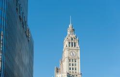 CHICAGO, ILLINOIS - 17. APRIL 2016: Chicago-Geschäftsgebiet, im Stadtzentrum gelegener, Trumpf-Wolkenkratzer und Uhr Lizenzfreie Stockfotografie