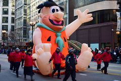 Chicago, Illinois, de V.S.: 23,2017 november: 2017 Fred Flintstone in de Dankzeggingsparade van Chicago Stock Foto's