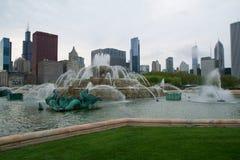CHICAGO, ILLINOIS, ESTADOS UNIDOS - 11 de mayo de 2018: La fuente de Buckingham es una del más grande del mundo, en el ventoso fotografía de archivo libre de regalías