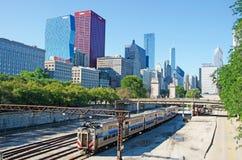 Chicago Illinois: horisont som ses från järnvägspår på September 22, 2014 Arkivbild