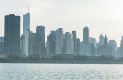 CHICAGO ILLINOIS, KWIECIEŃ, - 17, 2016: Chicagowska dzielnica biznesu, śródmieście, drapacz chmur jezioro michigan Obrazy Royalty Free