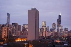 Chicago, Illinois linia horyzontu przy półmrokiem zdjęcie stock