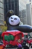 Chicago, Illinois - panda del kung-fu en desfile de la acción de gracias de Mcdonald Imagenes de archivo