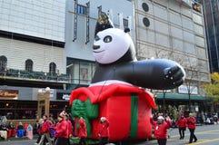Chicago, Illinois - panda do kung-fu na parada da ação de graças de Mcdonald Fotografia de Stock Royalty Free