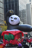 Chicago, Illinois - panda do kung-fu na parada da ação de graças de Mcdonald Imagens de Stock