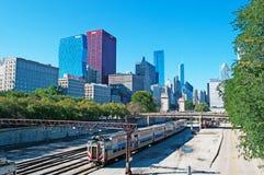 Chicago, Illinois: Skyline gesehen von den Bahnstrecken am 22. September 2014 Stockfotografie