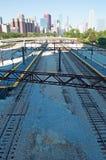 Chicago, Illinois: Skyline gesehen von den Bahnstrecken am 22. September 2014 Lizenzfreie Stockbilder