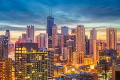 Chicago Illinois, USA horisont på skymning royaltyfria foton