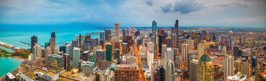 Chicago Illinois, USA horisont på skymning royaltyfri fotografi