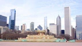 CHICAGO, ILLINOIS, VEREINIGTE STAATEN - 12. Dezember 2015: Buckingham-Brunnen an im Stadtzentrum gelegenen Skylinen Grant Parks u lizenzfreies stockfoto