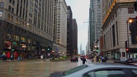 Chicago im Regen - Ansicht über Michigan-Allee - CHICAGO, USA - 12. JUNI 2019 stock video