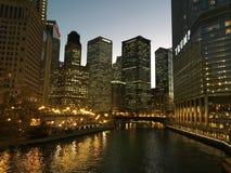 Chicago im Stadtzentrum gelegen lizenzfreie stockfotos