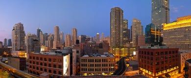 Chicago im Stadtzentrum gelegen an der Dämmerung. Lizenzfreie Stockbilder