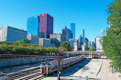 Chicago, l'Illinois : horizon vu des voies ferrées le 22 septembre 2014 Photographie stock