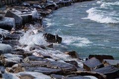 Chicago lakeshore aan zuidenkant van Meer Michigan op een ijzige de winterdag Royalty-vrije Stock Fotografie