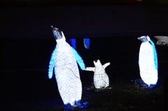Chicago, los E 31 de diciembre de 2016 Pingüinos en las luces del parque zoológico Fotografía de archivo