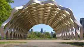 Chicago, los E Visión céntrica desde el paseo marítimo de la naturaleza en Lincoln Park metrajes
