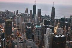 Chicago-Luftskyline während des Sonnenuntergangs Genommen von oben genanntem bei Skydeck Willis Tower Michigansee im Anblick stockbilder