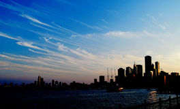 Chicago mörkersolnedgång Arkivbild