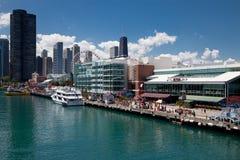 Chicago-Marine-Pier am sonnigen Tag Stockfotos