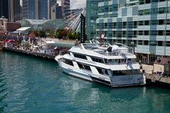Chicago-Marine-Pier am sonnigen Tag Stockbild