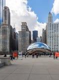 CHICAGO - MARS 17: Molnporten i millenium parkerar på mars 17, 2 Arkivfoton