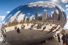 CHICAGO - MARS 17: Molnporten i millenium parkerar på mars 17, 2 Royaltyfri Bild
