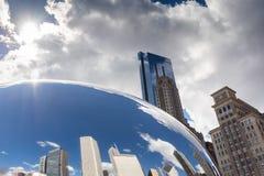 CHICAGO - MARS 17: Molnporten i millenium parkerar på mars 17, 2 Royaltyfria Foton