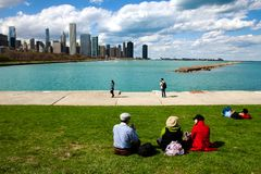 CHICAGO - May 4, 2014: People sit on the lawn of the Field Museu Royalty Free Stock Photos