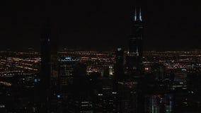 Chicago nachts vom Hancock-Gebäude stock video