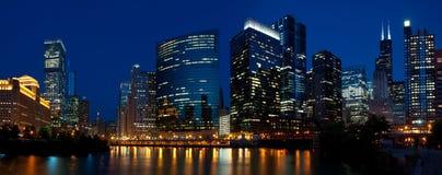 Chicago-NachtSkyline. Stockfotografie