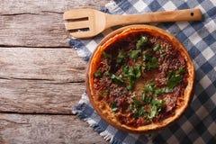 Chicago naczynia głęboka pizza na stole horyzontalny odgórny widok fotografia royalty free