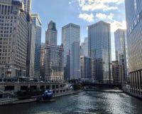 Chicago på floden Arkivbild