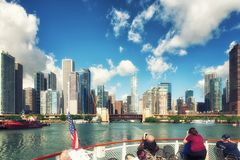 Chicago River e skyscrappers Fotografie Stock