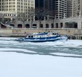 Chicago River Eisbrecher Lizenzfreies Stockfoto