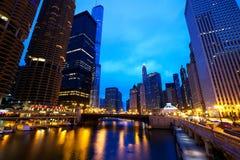 Chicago River går arkivfoton