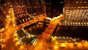 Chicago River/i stadens centrum från ovannämnd - den Tid schackningsperioden - 4K lager videofilmer