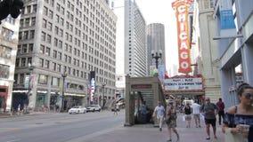Chicago-` s Zustandsstraße und -Fußgängerverkehr stock footage