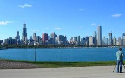 Chicago-Skyline über vom Michigansee Stockfoto